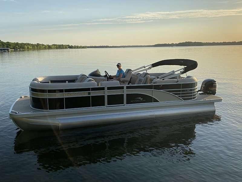 Toon Tastic Pontoon Rentals   22' Bennington G Series with 115 hp Yamaha Outboard